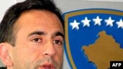 Pomoćnik američkog državnog sekretara govori za medije nakon sastanka sa ministrom spoljnih poslova Kosova Skenderom Hisenijem u Prištini