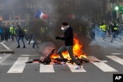 Fransada etirazlar