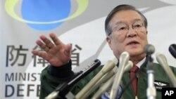 12일 일본 도쿄에서 북한의 장거리 로켓 발사와 관련해 기자회견 중인 모리모토 사토시 일본 방위상.