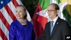 U.S. Secretary of State Hillary Rodham Clinton, left, and Burma President Thein Sein shake hands before a meeting at Le Meridien Hotel in Siem Reap, Cambodia, July 13, 2012.