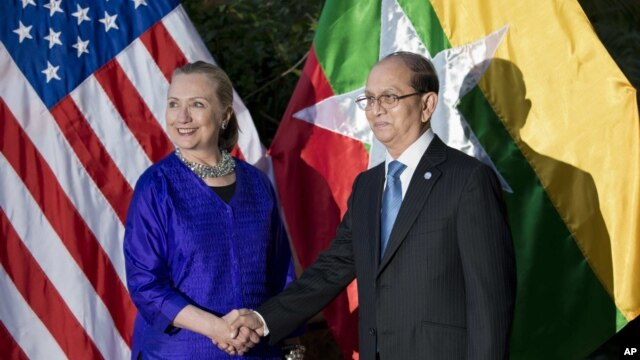 U.S. Secretary of State Hillary Rodham Clinton, left, and Burma President Thein Sein shake hands before a meetingin Siem Reap, Cambodia, July 13, 2012.
