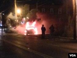Сцени од вечерашните нереди во Фергусон (Фото: Кејн Фарабоу, Глас на Америка)