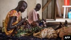 Anak-anak yang menderita kurang gizi dirawat di rumah sakit Leer, Sudan Selatan (7/7).