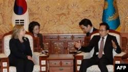 Ngoại trưởng Clinton và Tổng thống Lee Myung-Bak tái khẳng định sự ủng hộ cho việc phê chuẩn một hiệp định tự do mậu dịch song phương