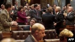 Guvernatori i Uiskonsin nënshkruan ligjin mbi të drejtat e negocimit kolektiv
