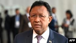 Le Président malgache Hery Rajaonarimampianina arrive à la session ordinaire de la Conférence des Chefs d'Etat et de gouvernement de l'Union africaine (UA) lors du 30e sommet annuel de l'UA à Addis Abeba, le 29 janvier 2018.