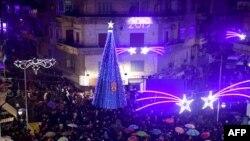 Penyalaan lampu Pohon Natal di Al-Azizzieh Square, Aleppo, Suriah pada 23 Desember 2018.