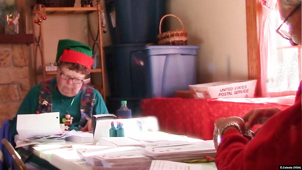 Residents Of Santa Claus Indiana Answer Thousands Of Letters From Around The World