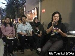 Aktivis Perempuan Mahardhika Mutiara Ika mengatakan Indonesia butuh RUU P-KS sebagai payung hukum yang komprehensif mengatur kekerasan seksual. (Foto Rio Tuasikal/VOA)