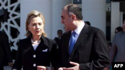 Госсекретарь США Хиллари Клинтон (слева) и министр иностранных дел Азербайджана Эльмар Мамедъяров