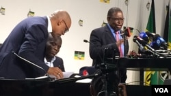 Abantu abasemhlanganweni webandla leAfrican National Congress ababike ukuthi sokuzathathwa umhlabathi kungelanhlawulo.