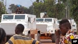 联合国维和人员在中非共和国城市班吉执行巡逻任务。