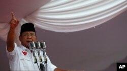Meskipun sebagian besar dari kampanye hitam itu menimpa Jokowi, capres Prabowo Subianto juga telah menjadi sasaran.
