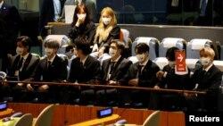 """Anggota kelompok musik """"BTS"""" menyampaikan harapan tentang perubahan iklim di sidang Majelis Umum PBB, hari Senin (20/9)."""