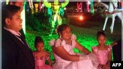 جشن تولد دسته جمعی ۱۵ سالگی دختران در مکزيک