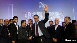 Tổng giám đốc WTO Roberto Azevedo được các đại biểu chúc mừng sau lễ bế mạc hội nghị WTO ở Bali, Indonesia, 7/12/2013