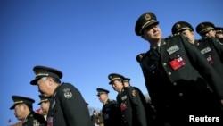 Các đại biểu quân sự đến phiên họp toàn thể thứ ba của Đại hội nhân dân toàn quốc Trung Quốc (NPC) tại Đại lễ đường Nhân dân, Bắc Kinh, Trung Quốc, ngày 13 tháng 3 năm 2016.