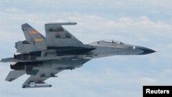 Máy bay chiến đấu SU-27 của Trung Quốc bay trên biển Hoa Đông. (Ảnh tư liệu của Bộ Quốc phòng Nhật Bản)