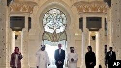 ABŞ-ın vitse-prezidenti Co Bayden Birləşmiş Ərəb Əmirliklərində Şeyx Zayed məscidini ziyarət edir