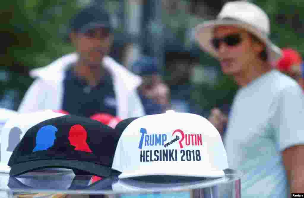کلاههایی که برای یادبود دیدار پرزیدنت ترامپ و ولادیمیر پوتین روسای جمهوری آمریکا و روسیه طراحی شده است.
