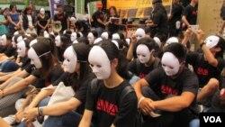 Các nhóm phụ nữ Đài Loan biểu tình về vấn đề an ủi phụ. Đài Loan lần đầu tiên có một bức tượng vinh danh những người phụ nữ bị ép làm việc trong các nhà thổ thời chiến tranh.