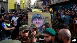 អ្នកគាំទ្រ Hezbollah បានសែងមឈូសរបស់មេដឹកនាំជាន់ខ្ពស់របស់ពួកគេ Mustafa Badreddine ក្នុងពេលដង្ហែសព ក្នុងក្រុងបេរូត ប្រទេសលីបង់ កាលពីថ្ងៃទី១៣ ខែឧសភា ឆ្នាំ២០១៦។