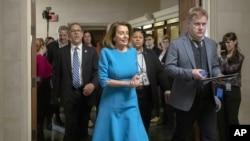 Nancy Pelosi, demócrata por California se encamina a las elecciones del grupo de legisladores de su partido en la Cámara de Representantes, el miércoles 28 de noviembre de 2018.