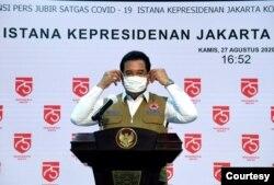 Juru Bicara Satgas COVID-18 Prof Wiku Adisasmito dalam konferensi pers di Istana Kepresidenan, Jakarta, Kamis (27/8) terkait rencana pembukaan bioskop di DKI Jakarta. (Setpres RI)