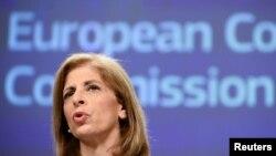Стелла Киріакідес, комісар ЄС з питань здоров'я та безпеки харчів, закликає уряди до скоординованого європейського підходу, щоб не плутати громадян і не посилювати побоювання щодо вакцин