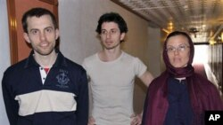 American hikers Shane Bauer, left, Josh Fattal, center, and Sarah Shourd stand prior to meeting with their mothers at the Esteghlal hotel in Tehran, 21 May 2010