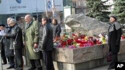 莫斯科州官员在索洛维茨石头前讲话