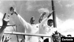 Violeta Chamorro y Virgilio Godoy en cierre de campaña de la UNO en la Plaza la República el 18 de febrero de 1990. Foto de archivo de La Prensa de Nicaragua.