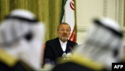 وزیر امور خارجه ایران می گوید آمریکا یک دانشمند اتمی ایران را بازداشت کرده است