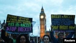 Des manifestants anti-brexit le 13 mars 2017. (REUTERS/Neil Hall).