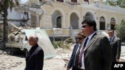 Ruski izaslanik, Mihail Margelov u Tripoliju posetio mesto koje su nekoliko sati pre toga bombardovali avioni NATO-a, 16. jun 2011.