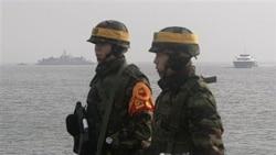 سربازان کره جنوبی در حال پاسداری در کنار آبهای مرزی دو کره