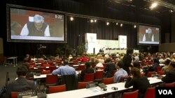 Los delegados continuaron negociando hasta tarde en la noche para lograr un acuerdo en Durban.