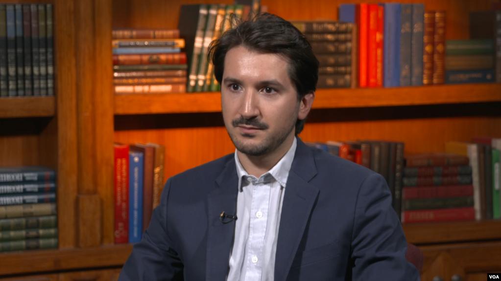 Адриан Шахбаз
