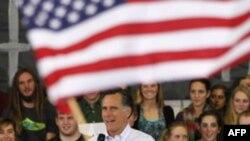 Ông Mitt Romney phát biểu tại một cuộc vận động ở Centennial, Colorado, ngày 6/2/2012
