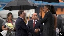 خانواده اوباما در فرودگاه هاوانا مورد استقبال وزیر خارجه کوبا قرار گرفت.
