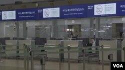 由于对冠状病毒的担忧 各地机场变成鬼城