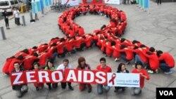 2012 là một năm mà các nhà lãnh đạo chính trị và các giới chức y tế hàng đầu đã thoải mái bàn về việc tiến tới một thế hệ không còn bệnh AIDS.