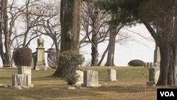 Jenazah Whitney Houston dikuburkan hari Minggu di pemakaman Fairview, kota Westfield negarabagian New Jersey (19/2).