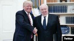 Ông Sergei Kislyak trong một cuộc gặp với Tổng thống Trump.