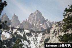 Mount Whitney measures more than 4,400 meters