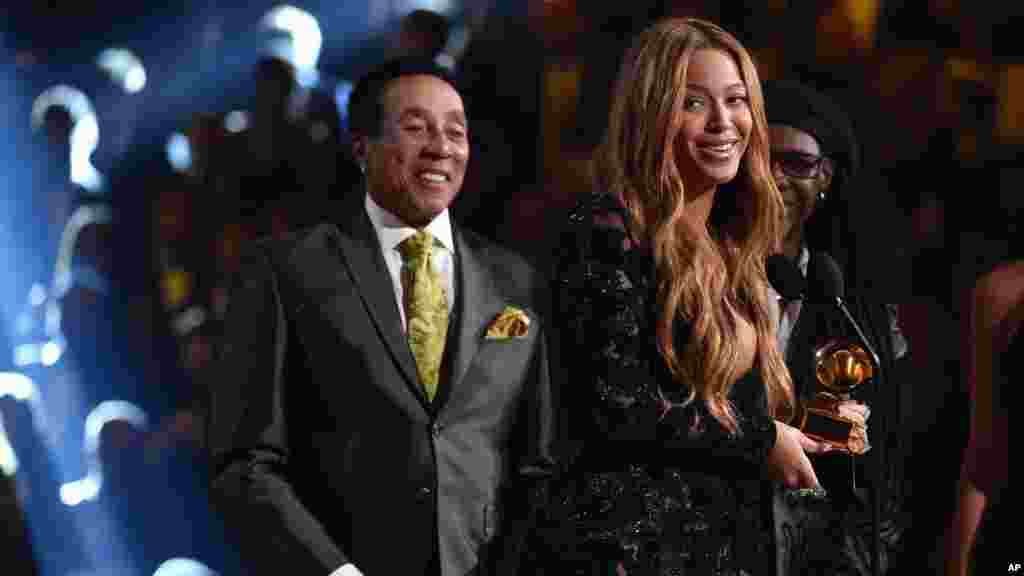 "Smokey Robinson, left, presents Beyonce with the award for best R&B performance for ""Drunk in Love"" at the 57th annual Grammy Awards in Los Angeles, Feb. 8, 2015."