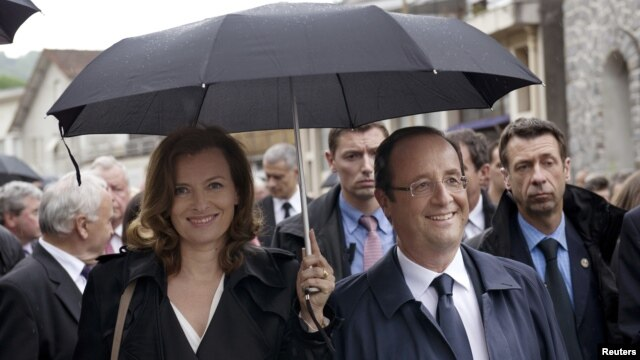 France's President Francois Hollande, right, and his companion Valerie Trierweiler take part in a march as part of a ceremony in tribute to the memory of Nazi victims in Tulle, southwestern France, June 9, 2012.