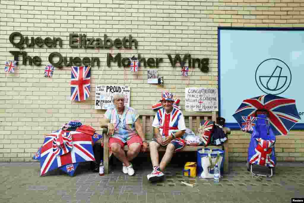 Kral ailəsinin pərəstişkarları St. Mari xəstəxanası qarşısında - London, 22 iyun, 2013