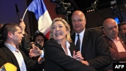 Kandidatkinja ultra-desničarskog Nacionalnog fronta, Marin le Pen, proslavlja rezultat u prvom krugu predsedničkih izbora u Francuskoj