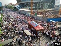 Photo of Kem Ley's funeral procession along Monivong Blvd in Phnom Penh, July 24th 2016. (Leng Len/VOA Khmer)